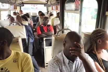 Traffikstockningar, dagligt problem för chafförerna i Nairobi. Till och med konduktören somnar när vi stått still i 30 minuter.